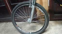 Vendo bicicleta em bom estado so esta com os Pneus murchos