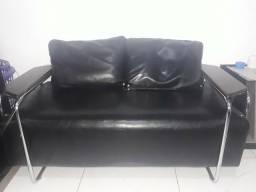 Vende-se um sofá novo de couro!