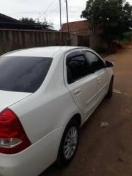 Etios sedan 1.5 completo - 2014