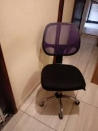 Cadeira com rodinhas para escritório