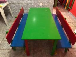 Mesa infantil para refeitório