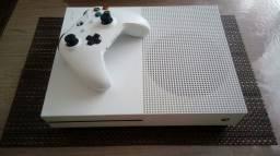 Xbox One S 1tb usado poucas vezes