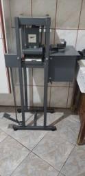 Máquina para fazer chinelo