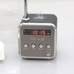 TD-V26 Mini Alto-falante De Som Portátil tf Card Radio fm aux Stereo Music Player