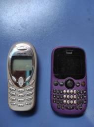 Dois celulares antigos