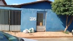 Vendo troco casa em Paranaíba-,MS