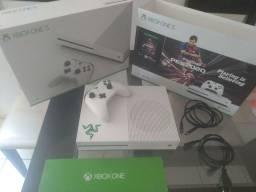 Xbox one s, novo, com 4 jogos.
