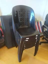Mesa e cadeira plástico