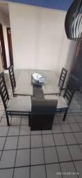 Mesa tampo vidro e 4 cadeiras
