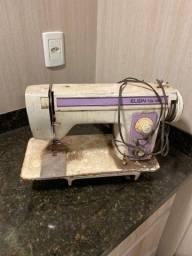 Título do anúncio: Máquina de costura singer zigzag