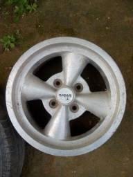 Título do anúncio: Vendo essas duas rodas 13 furacão 4/100 sem pneus valor 300 reais as duas