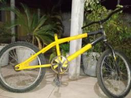 2 bicicletas,uma caloi e a outra bmx.(faltando algumas peças)