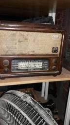 Vitrola é rádio antiga