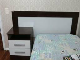 Cabeceira de cama de solteiro com criado mudo embuty