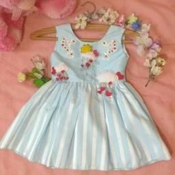 Lindo Vestido artesanal Chuva de coração