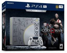 Console Sony Playstation 4 Pro CUH-7115B de 1TB Bivolt + Jogo God of War IV - Cinza