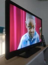 Vendo tv LCD de 32 Cce ,vai vom cabo HDMI e controle