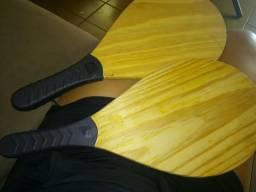 Raquete de tenis de madeira