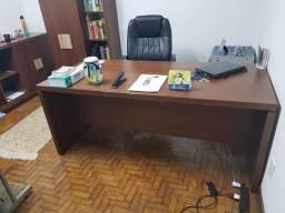 Mesa executiva + bancada + armário c/ prateleria Escritório