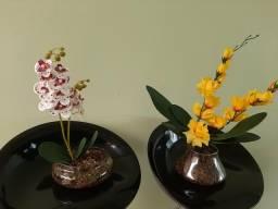 Vende-se dois arranjos de flores