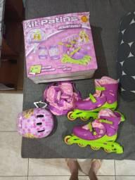 Patins feminino pouco usado semi-novo Barbie com capacete joelheiras e cotoveleiras