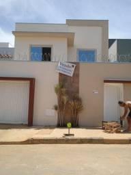 Aluga se excelente casa no bairro Vila Nova