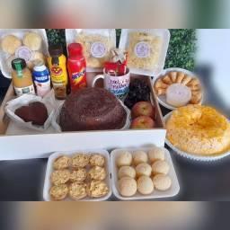 Cesta de café da manhã e kit festa