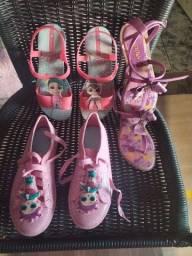 Título do anúncio: Sapato sandálias lol e Chiquititas meu número *