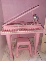 Piano com microfone
