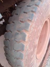 Pneu 1100 R22 Pirelli TG88 borrachudo montado