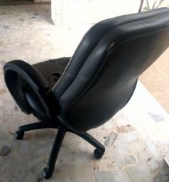 Cadeira Giratória e Reclinável Escritório Presidente