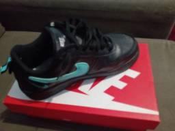 Tênis Nike novo na caixa nunca foi usado