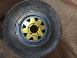 Roda 16 com pneu 5 furos