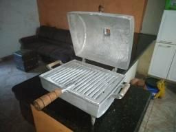 Churrasqueira de alumínio batido a Bafo-Usada