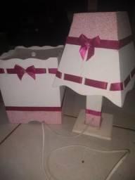 Abajur e lixeira- rosa e branco