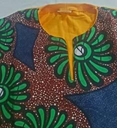 Camisa com estampa em tecido Africano
