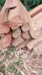 Palanques, mourões de eucalipto para cerca