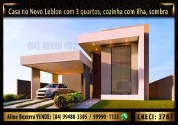 Casa no Novo Leblon, 3 quartos, cozinha com ilha, área gourmet, sombra
