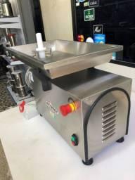 Picador / moedor para carnes industrial boca 98 - 380 v - marca skymsen