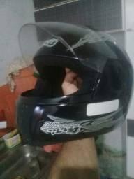 Vendo um capacete de moto