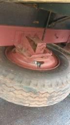 Pneu 900x20 com roda e suporte do estepe
