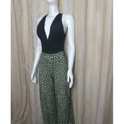 Calça feminina pantacourt com fenda