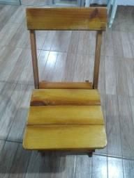 Messas é cadeiras de madeiras