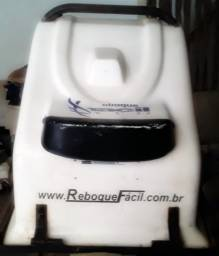 Vendo por 150 reais, gabinete de fibra carretinha