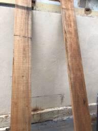 Duas peças de madeira novas
