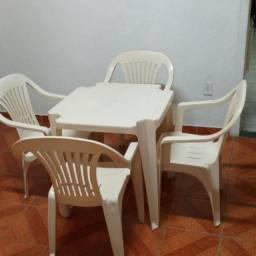 Jogo de mesa com 4 cadeiras- baixou ...