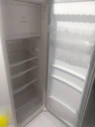 Vendo geladeira Brastemp em perfeito estado