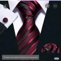 Gravatas estampadas e lisas