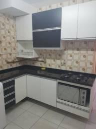 Cozinha Completa em L com tampo de mármore e cuba