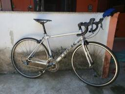 Bicicleta speed trek one series 01